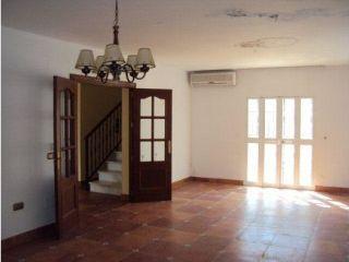Chalet en venta en Alhaurín De La Torre de 270  m²