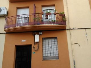 Piso en venta situado en zona periferica de lucena (córdoba), el inmueble cuenta con tres dormitorios, baño, s ...
