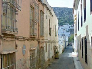 Casa baja de 2 dormitorios situada en zona denominada cerro del matadero. la zona dispone de equipamientos nec ...