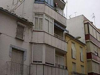 Piso exterior de segunda mano, dispone de tres dormitorios, salón, cocina independiente y un baño.