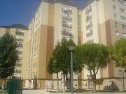 Inmueble exterior con buena iluminación, situado en la zona de ciudad jardín , consta de tres habitaciones, co ...