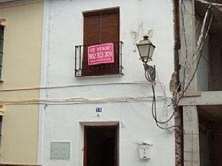 Vivienda adosada en el centro del pueblo, amplias y luminosas habitaciones, buenas comunicaciones. zona muy tr ...