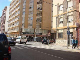 Vivienda situada en una de las avenidas principales y céntricas de la ciudad, a 200 metros. de la plaza ...