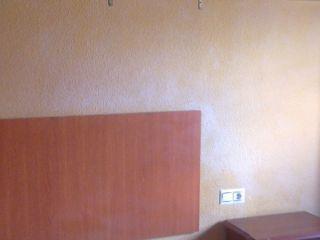 Piso de dos dormitorios salon cocina y baño cerca del estadio de la rosaleda con muy buenas comunicaciones de ...