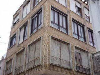 Vivienda centrica situada en el casco antiguo de huercal-overa. tiene 4 dormitorios bien grandes, 1 baño, coci ...