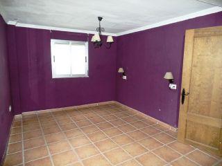 Ocasión de conseguir una vivienda de dos dormitorios, casi independiente, en el típico barrio de el cobr ...