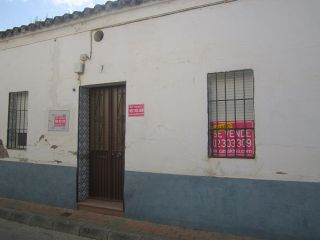Casa independiente de una planta, situada en peñarroya. se distribuye en 3 amplios dormitorios, salón, cocina ...