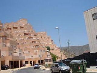 La vivienda tiene unas vistas espectaculares. ideal para relax y paz. urbanización privada con protección y se ...