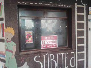 Local en venta en Los Alcázares de 56,00  m²